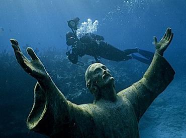 scuba-diver-littehales_3549_990x742.jpg