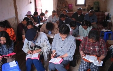chinese-christians-reading-bible-china-house-church-2005-530x397.jpg