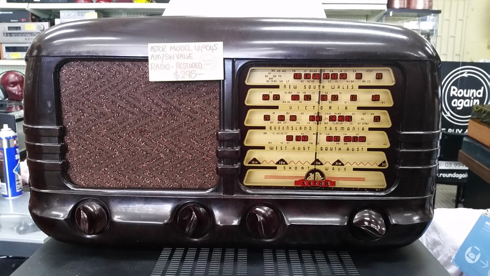 Astor Model FP Bakelite valve radio    Circa 1947 AM and Shortwave restored and in excellent working condition,no cracks or damage    sold