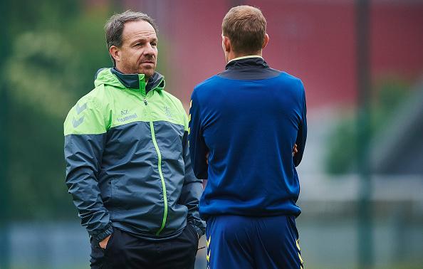 Brøndbys nye træner, Alexander Zorniger, i samtale med Thomas Kahlenberg. Foto: Getty Images/Lars Rønbøg