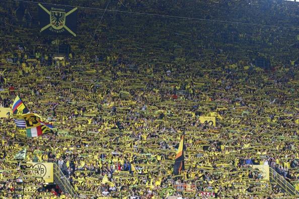 Den gule væg - en af Europas mest berømte endetribuner. Foto: Getty Images