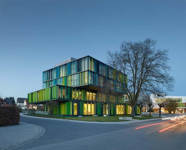 HABA – repräsentativer Neubau mit raumhoher Verglasung