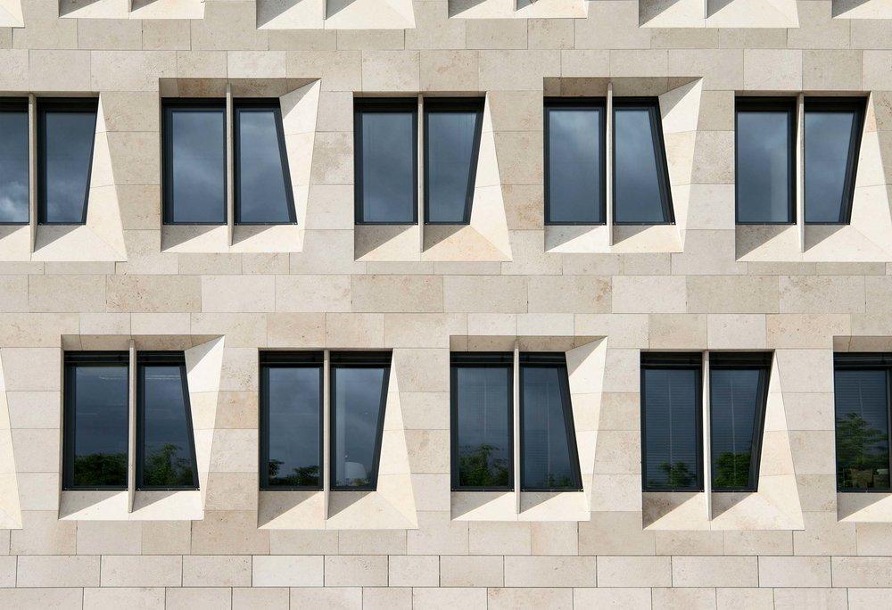 Dorotheen-Quartier-Stuttgart-Fassadendetail.jpg