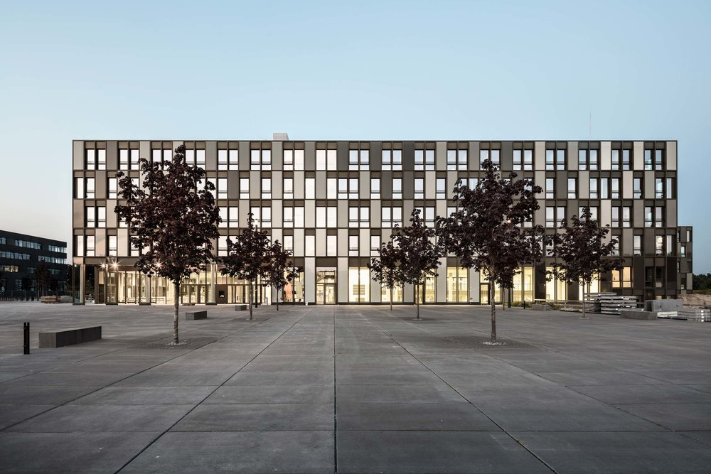 Fachhochschule-Bielefeld-frontal.jpg