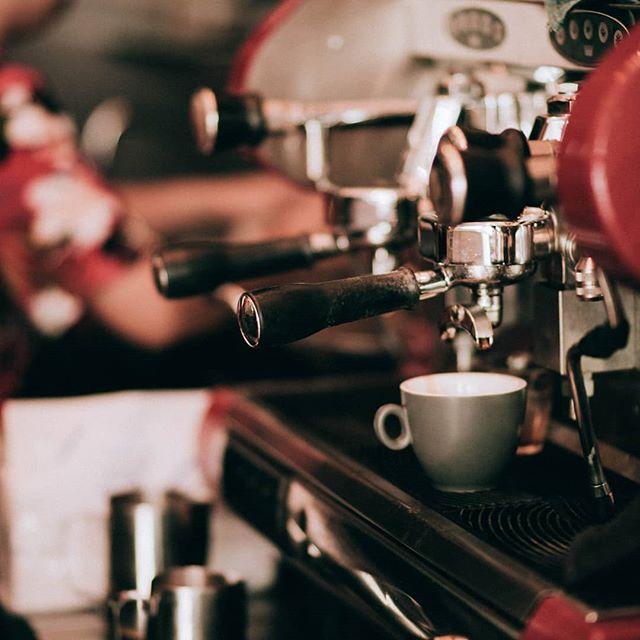☕Cuppa coffee a day keeps that mood swings away!! Freshly brewed by @sarnies.sg