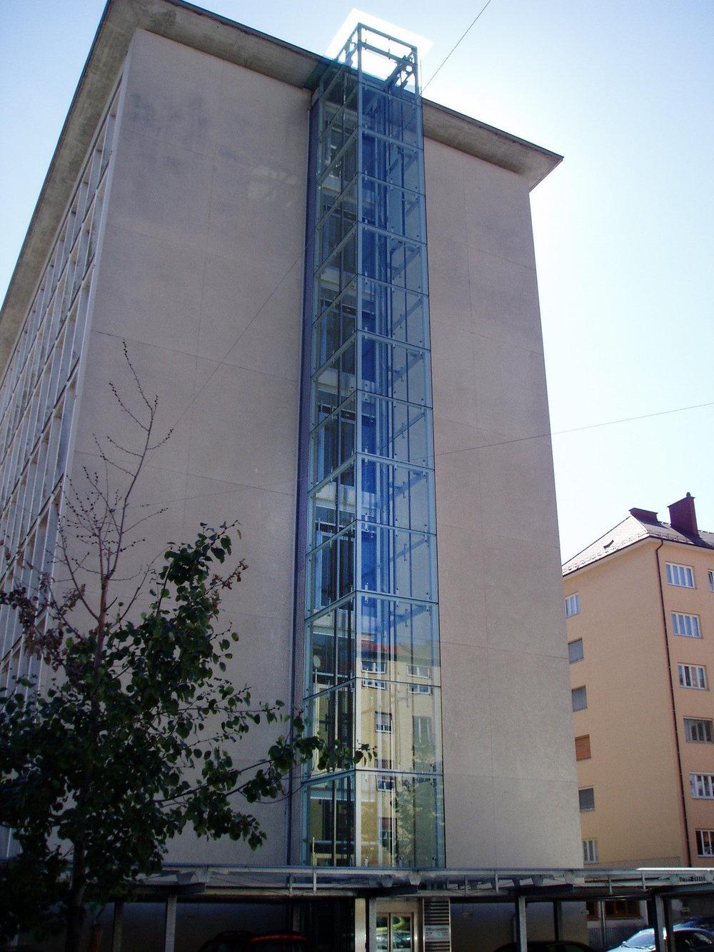 Stahlbau Liftschacht Graz.JPG