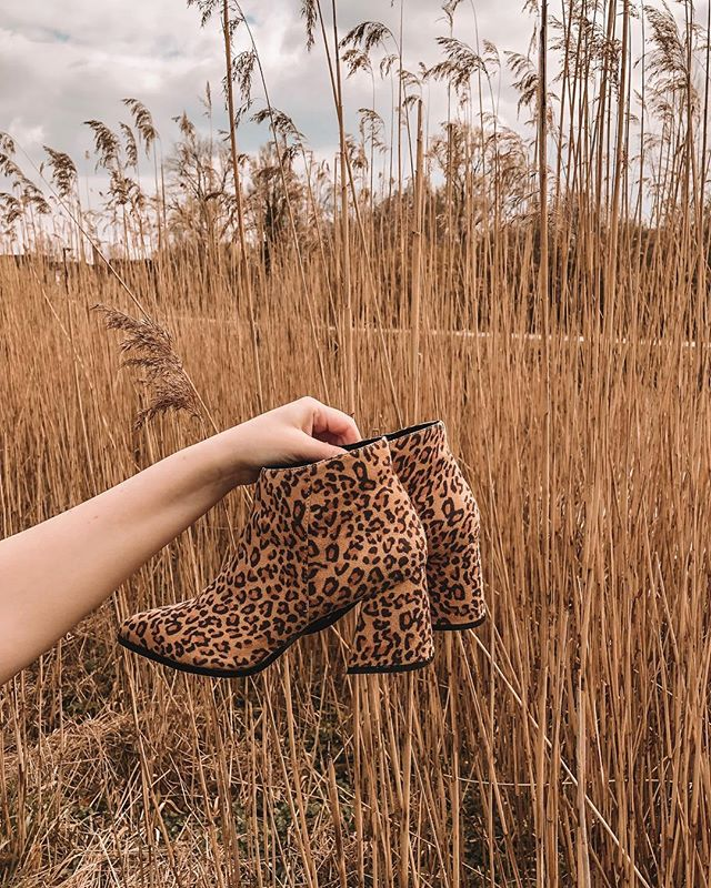 // @vanharenschoenenbe is opening in Gent! This Saturday 30/03 the first 50 visitors get a free pair of shoes. Be there at 10! Veldstraat 61-63  #ad #vanharengent #vanharen !!! Also check my stories on how to win these super cute @veromoda boots in size 36! ⠀⠀⠀⠀⠀⠀⠀⠀⠀⠀⠀ ⠀⠀⠀⠀⠀⠀⠀⠀⠀⠀⠀⠀ ⠀⠀⠀⠀⠀⠀⠀⠀⠀⠀⠀⠀ ⠀⠀⠀⠀⠀⠀⠀⠀⠀⠀⠀⠀ ⠀⠀⠀⠀⠀⠀⠀⠀⠀⠀⠀⠀ #leopard #lookoftheday #travelblogger #moroccan #fashionblogger #streetstyle #instafashion #styleblogger #belgium #moroccangirl #fashiongram #marocaine #stylegram #whatiwore #look #belgianblogger #boots #moroccanblogger #fashion #look #style #shoes #streetstylefashion #dutchblogger #marrakech #beinsouthafrica