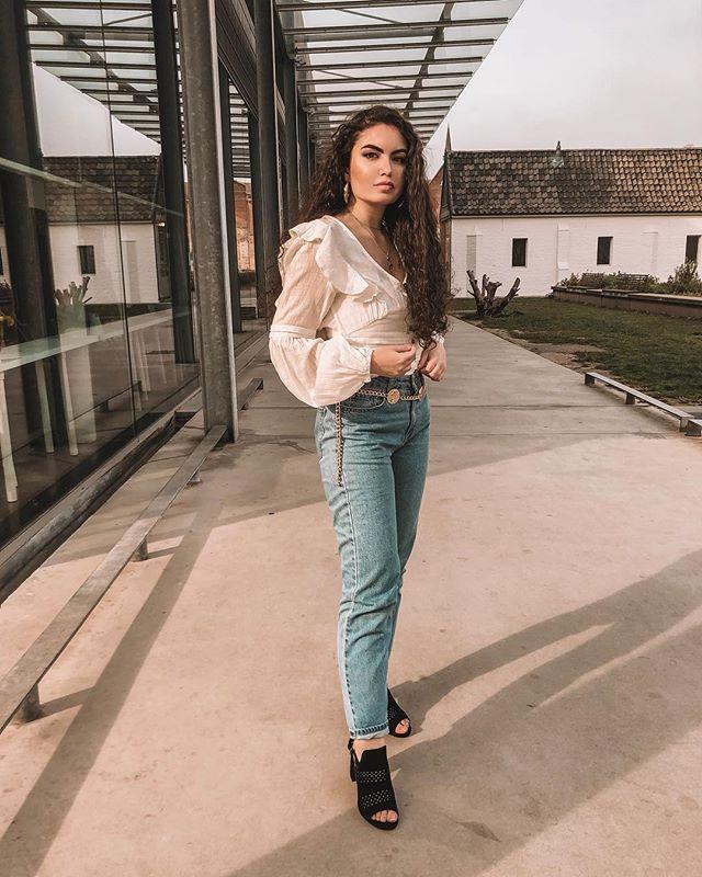 // spring vibes 💫 loving these @vanharenschoenenbe sandalettes #ad #vanharen #spreadthelook ⠀⠀⠀⠀⠀⠀⠀⠀⠀⠀⠀⠀ ⠀⠀⠀⠀⠀⠀⠀⠀⠀⠀⠀⠀ ⠀⠀⠀⠀⠀⠀⠀⠀⠀⠀⠀⠀ ⠀⠀⠀⠀⠀⠀⠀⠀⠀⠀⠀⠀ ⠀⠀⠀⠀⠀⠀⠀⠀⠀⠀⠀⠀ #outfitoftheday #lookoftheday #travelblogger #moroccan #fashionblogger #streetstyle #instafashion #ootd #styleblogger  #moroccangirl #fashiongram #marocaine #stylegram #whatiwore #look #belgianblogger #outfit #moroccanblogger #fashion #look #style #ghent #dailylook #streetstylefashion #dutchblogger #marrakech