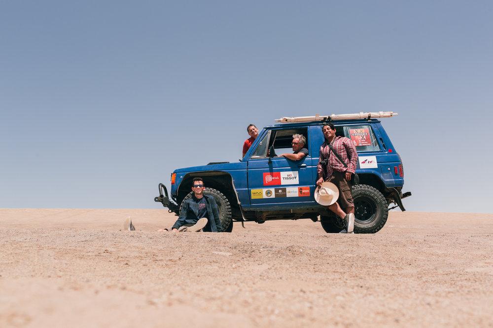 Wagner Roger, Hugo Meza, Carlos Palacin e Dan Elemir no deserto de Ica - Peru