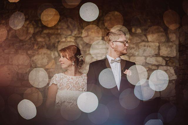 Left right left right up down bubble.  #hochzeitswahn  #tribearchipelago #photobugcommunity #junebugweddings #stylemepretty #theweddingpic #wedphotoinspiration #wayupnorth #belovedstories #sharethelove #lovebirds