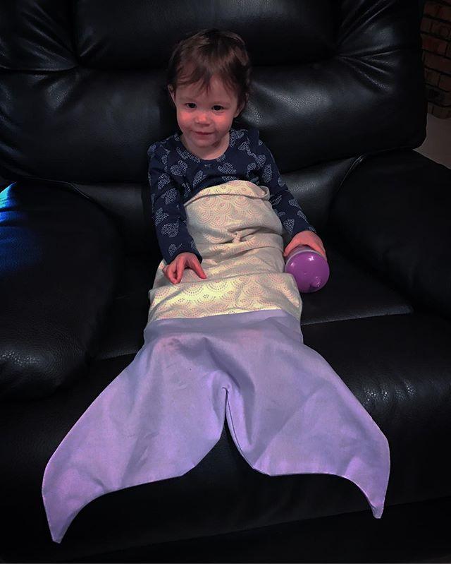A little relaxation for this #minimermaid in training #meemaidlife #mermaidblanket #qdrenewaldesign #qdcustom #mermaidtail #babymermaid #vtk