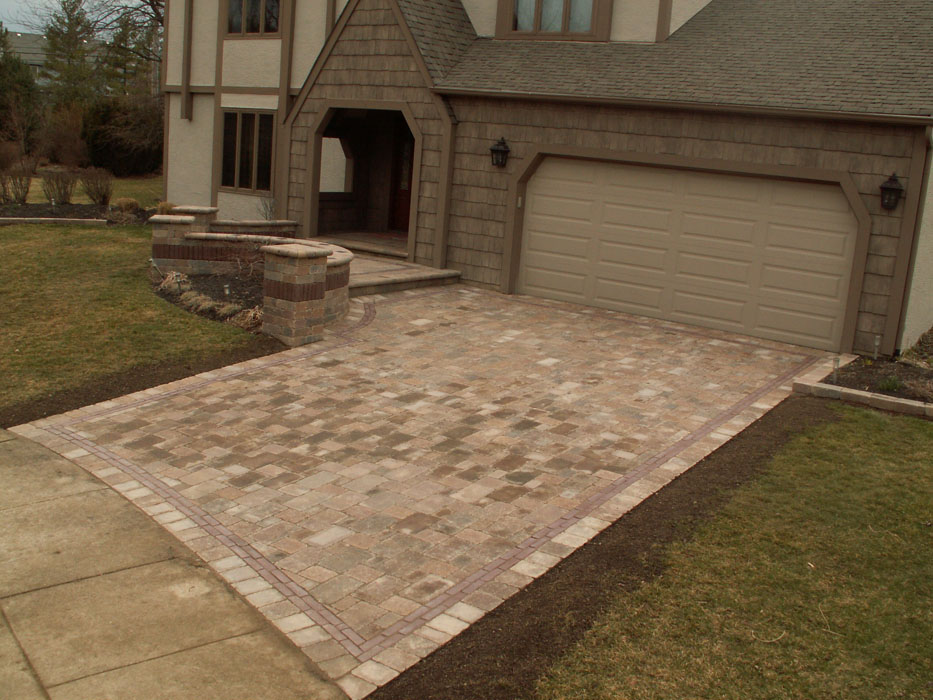 Alden Driveway and Front Entry