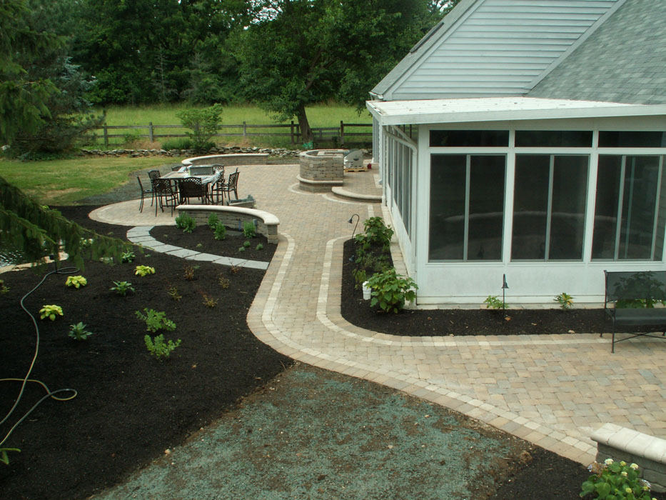 Carbone Walkway to Side Patio