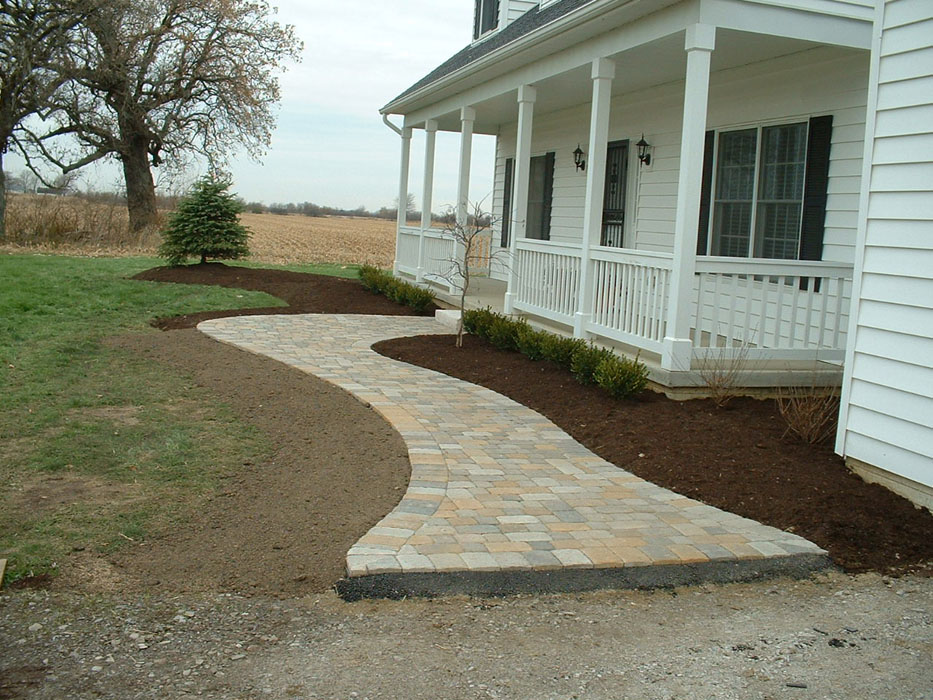 9Trees_Brackett Front Walkway_1200.jpg