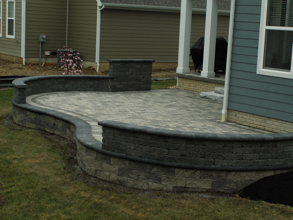 Manzagol Retaining Wall with Seat Wall on Top