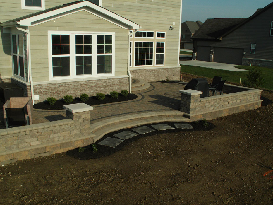 Retainer Wall, Seat Wall and Columns