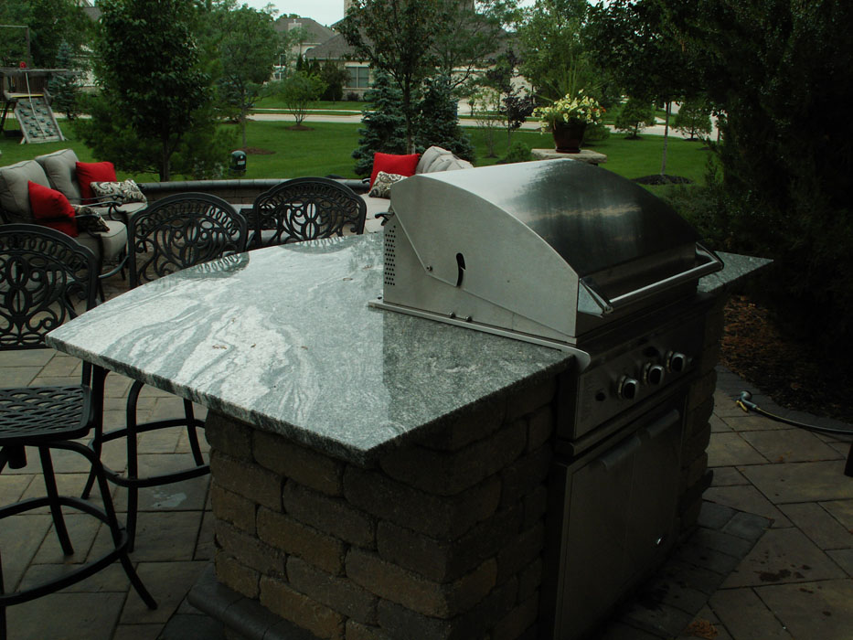 Stimmel Built-In Grill with Barstool Countertop