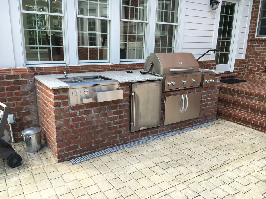 Kemelgore Brick Built-In Grill and Sink