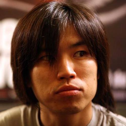 向井康介 | Kohsuke Mukai  脚本家   徳島県出身。大学在学中に山下敦弘と知り合い、1999「どんてん生活」、2002「ばかのハコ船」、2003「リアリズムの宿」、2005「リンダリンダリンダ」、2006「松ヶ根乱射事件」、2011「マイ・バック・ページ」など、山下監督作において数多くの脚本を共同で執筆。その他、2004「青い車」、2006「神童」、2008「色即ぜねれいしょん」、2012「ふがいない僕は空を見た」など。2013「陽だまりの彼女」にも参加。2007「松ヶ根乱射事件」で第10回菊島隆三賞受賞。2014年より文化庁新進芸術家海外研修制度にて北京に留学。2016年帰国。