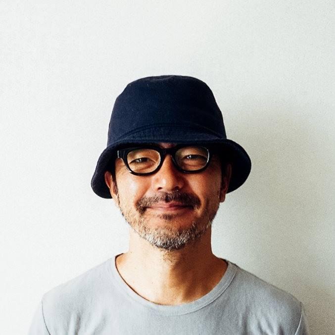 菱川勢一 | Seiichi Hishikawa  映像作家 / 写真家 / 演出家   1969年生。 渡米を経て1997年DRAWING AND MANUALの設立に参加。映画、写真、TVCM、TVドラマを手がけている。主な仕事にTVドラマ「功名が辻」「八重の桜」「坂の上の雲」「55歳からのハローライフ」、教育番組「JAPANGLE」、TVCM「POLA B.A.」「森の木琴」。     http://seiichihishikawa.info