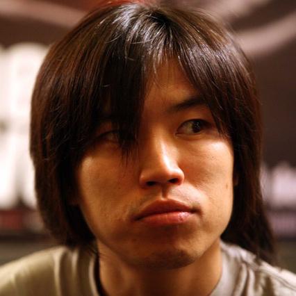 向井康介| Kohsuke Mukai  脚本家   徳島県出身。大学在学中に山下敦弘と知り合い、1999「どんてん生活」、2002「ばかのハコ船」、2003「リアリズムの宿」、2005「リンダリンダリンダ」、2006「松ヶ根乱射事件」、2011「マイ・バック・ページ」など、山下監督作において数多くの脚本を共同で執筆。その他、2004「青い車」、2006「神童」、2008「色即ぜねれいしょん」、2012「ふがいない僕は空を見た」など。2013「陽だまりの彼女」にも参加。2007「松ヶ根乱射事件」で第10回菊島隆三賞受賞。2014年より文化庁新進芸術家海外研修制度にて北京に留学。2016年帰国。