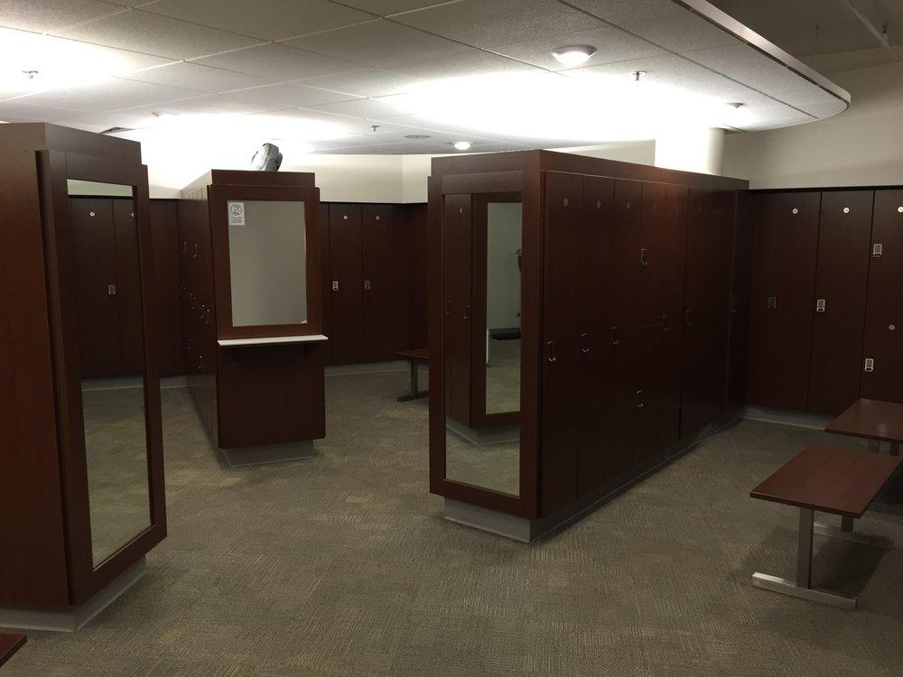 Elite locker room 001.jpg