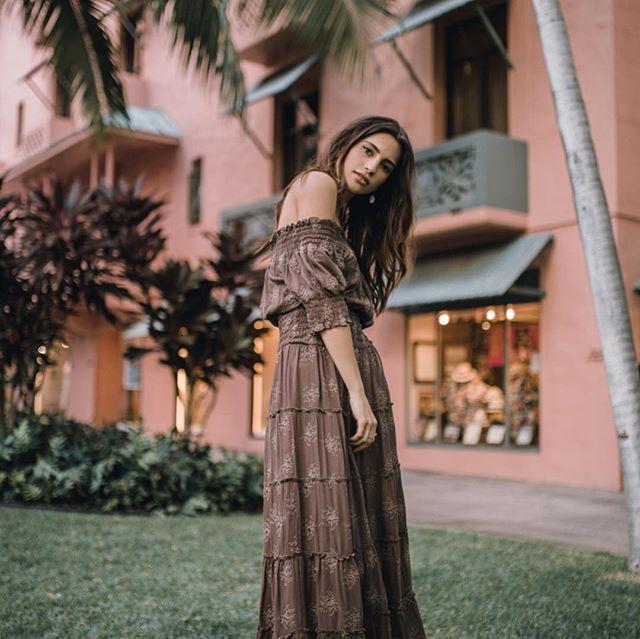 🦋 Happy Saturday flow✨ Wearing Adela dress in brown.👗   #hawaii #spring #oahu #photooftheday #luckyweliveinhi #waikiki #shabbychic #wedding #royalhawaiianhotel #pinkpalace #maxidress #resort #offtheshoulder  #ハワイ #ワイキキ #ウェディング