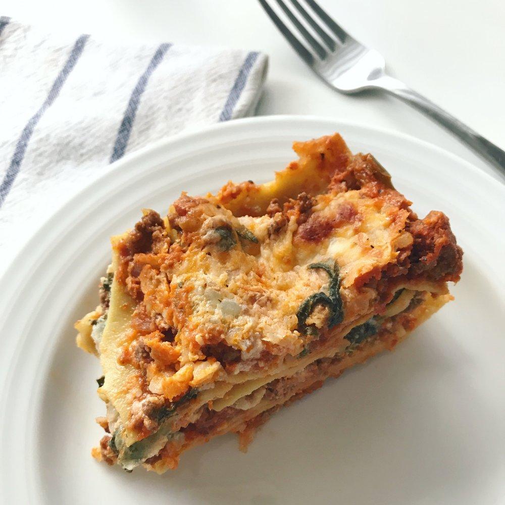 Healthy Spinach Lasagna || goodfortheswole.com