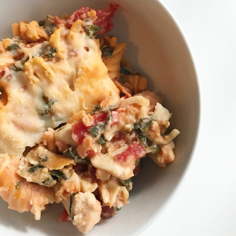 Chicken+&+Spinach+Pasta+Bake+||+goodfortheswole.com.jpeg
