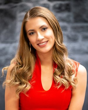 """Madison McCuistonMiss City of Sunshine 2019School: Communication Studies Arizona State UniversitySocial Initiative: """"Operation Mission Possible""""Talent: Vocal and Guitar -"""