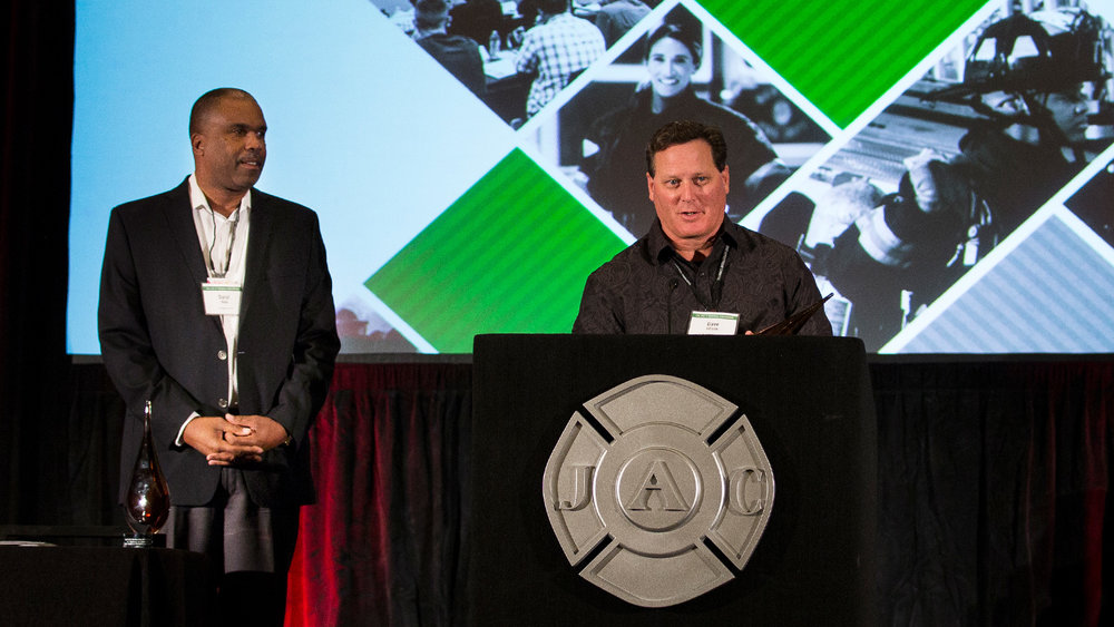 Local 1014 president Dave Gillotte and Los Angeles County Fire Chief Daryl Osby receive the Partership for Success award at the 14th biennieal Cal-JAC Conference.