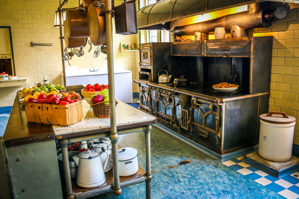 The Kitchen - Check Out That Stove!