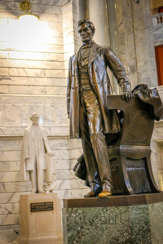 Lincoln and Davis in the Capitol Rotunda