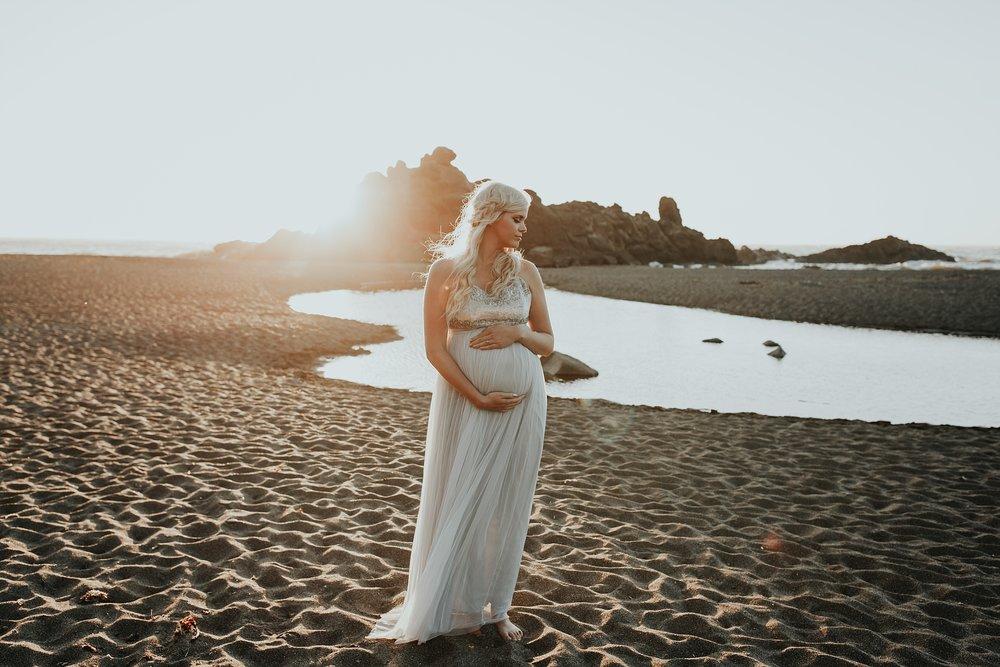 Lincoln CIty Oregon Coast Maternity Photographer (15).jpg