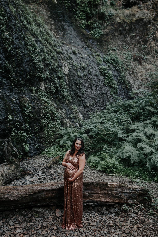 Oregon Coast Maternity Photographer (18).jpg