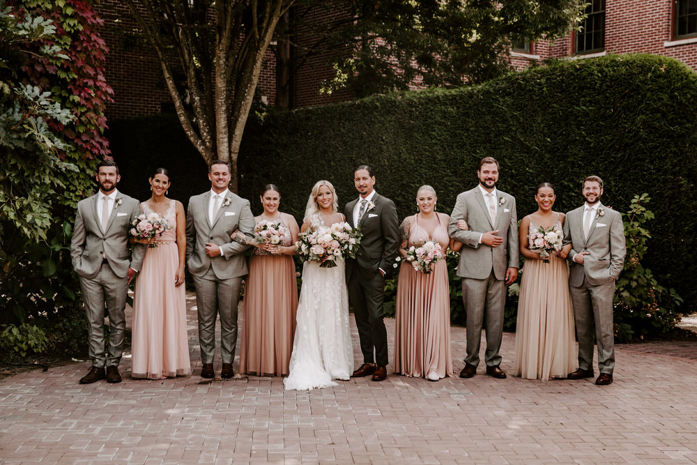 Rustic Bloom Photography | Bridal Party Inspiration | McMenamins Grand Lodge