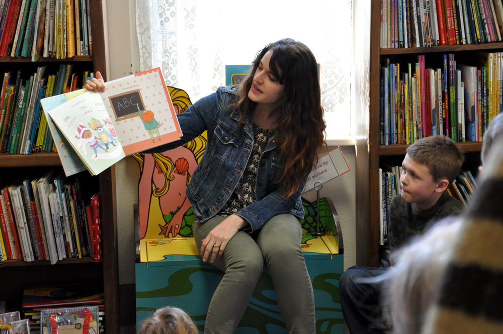 lindsay ward book reading.jpg