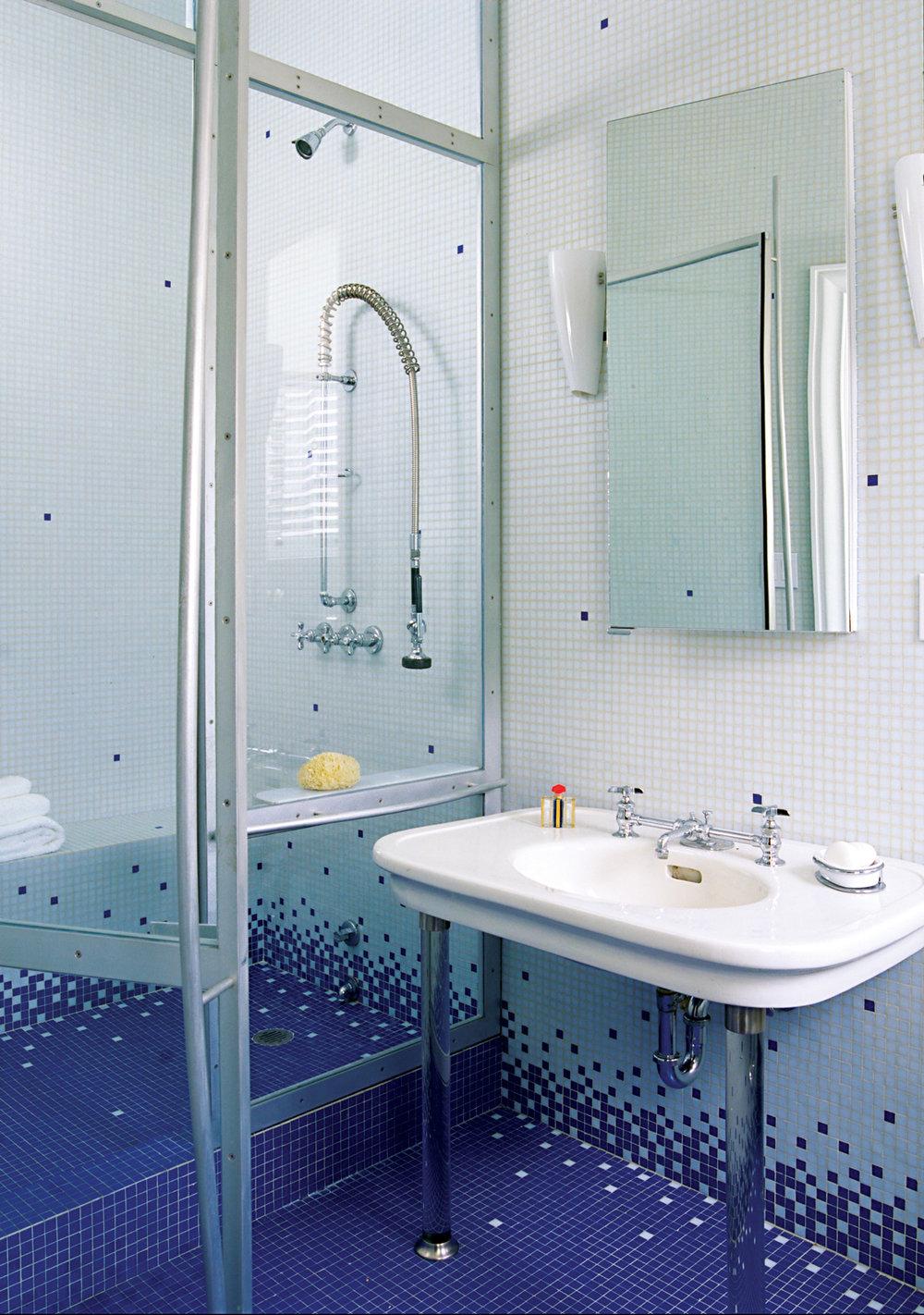 M563-Master-Bath---0228746B888243EA_cr_sm.jpg