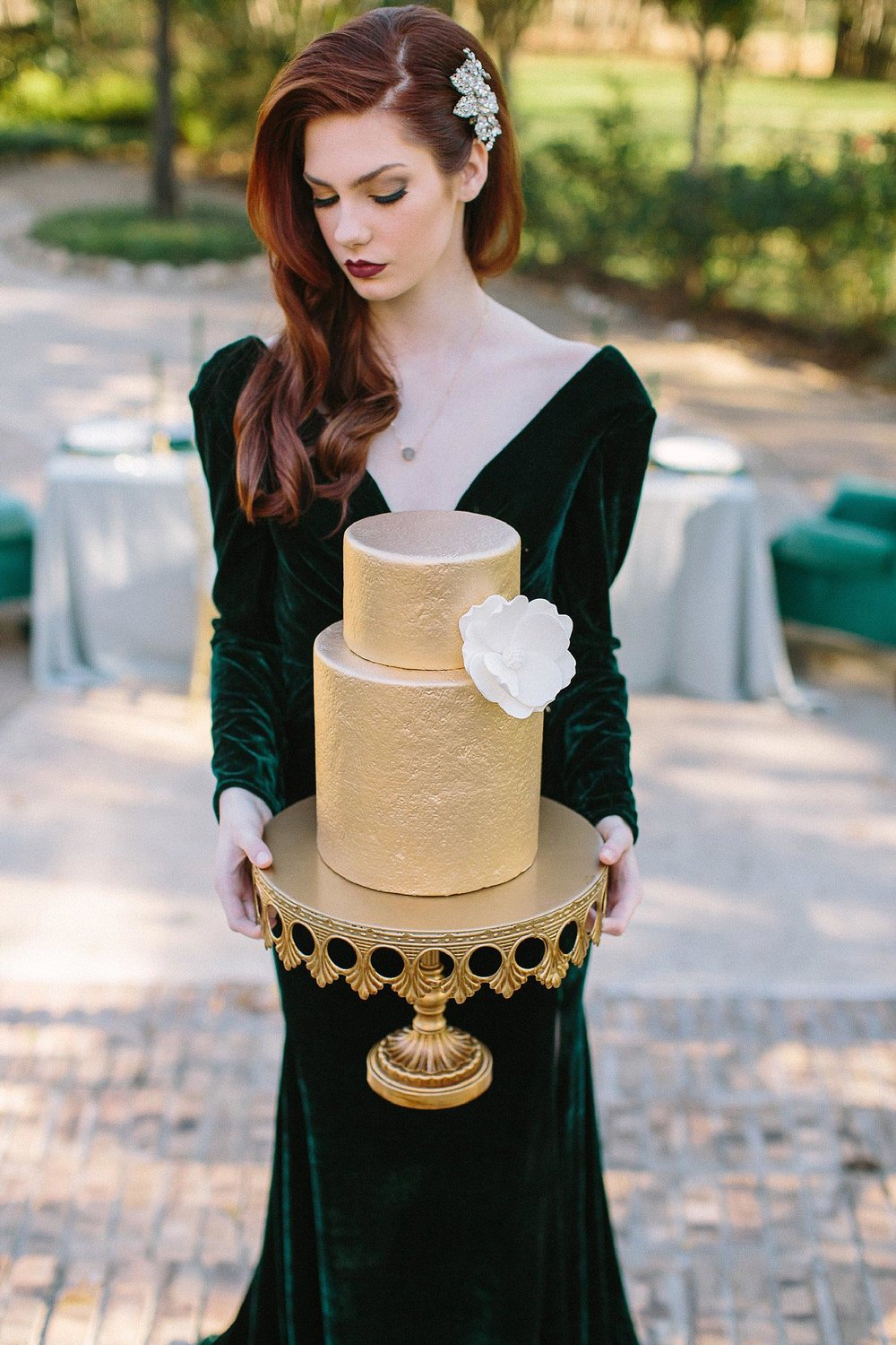 aristide mansfield wedding bride hold gold textured wedding cake