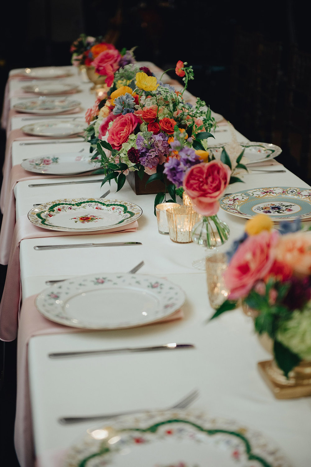 The Orchard Azle wedding head table with vintage plates