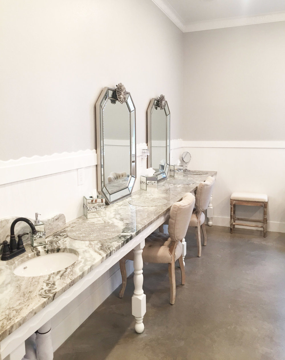 Firefly Gardens bridal suite with a marble counter