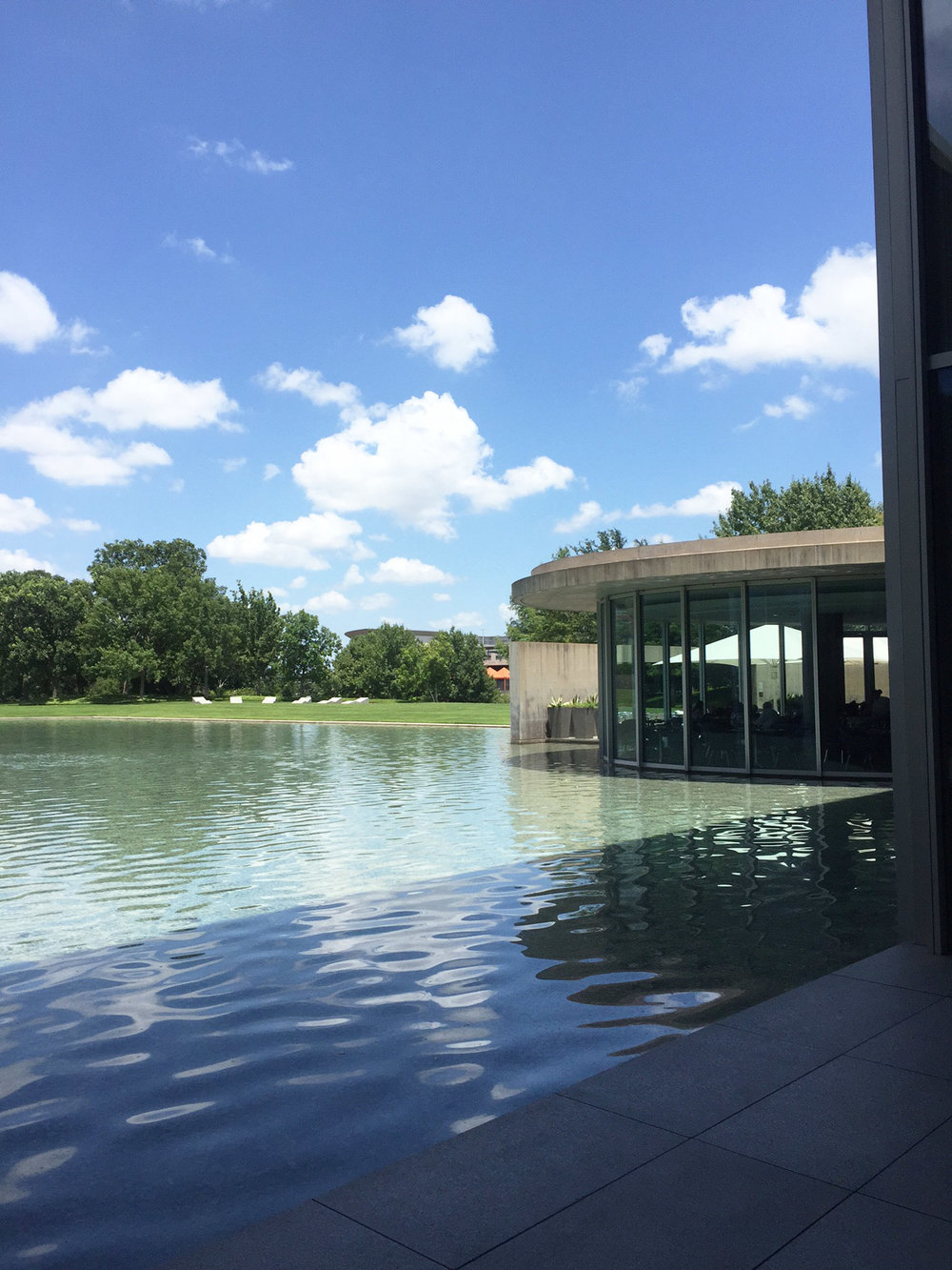Exterior view of the relfecting pool of the fort worth wedding venue the modern art museum