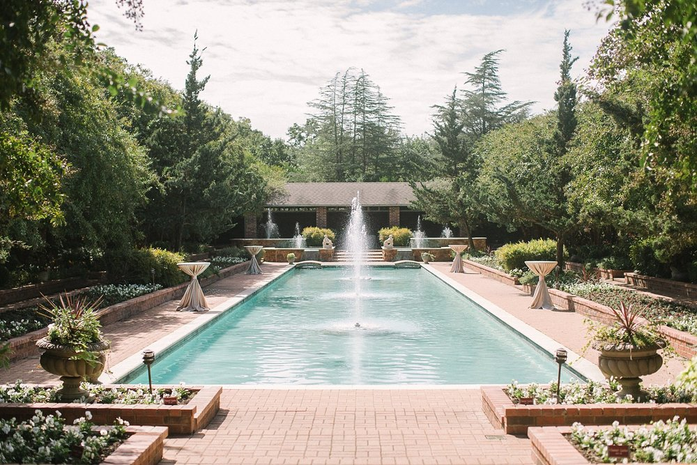 fountain courtuard cocktail hour at Clark Gardens