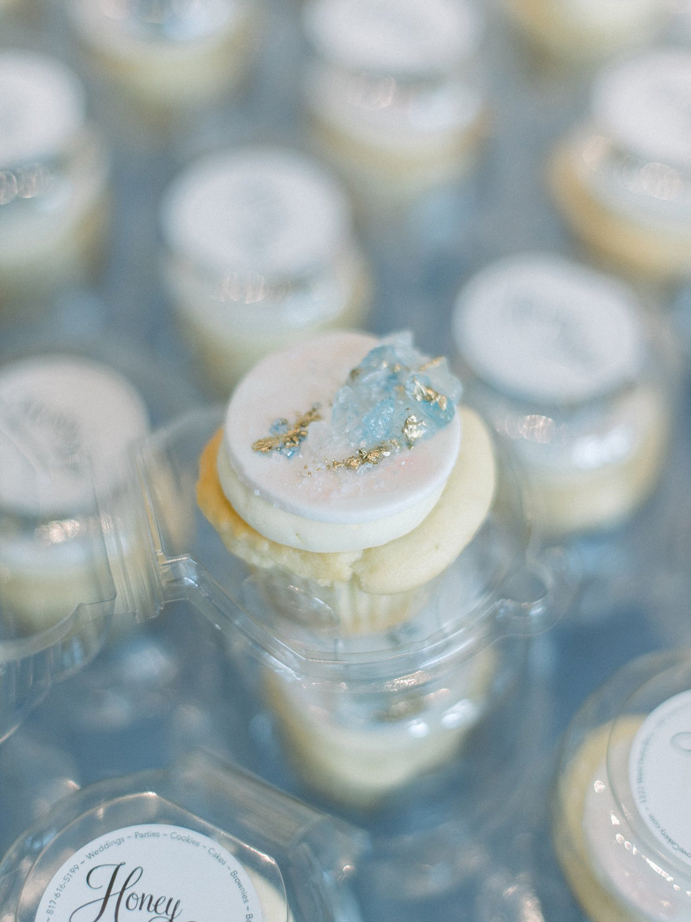 Geode cupcakes light blue