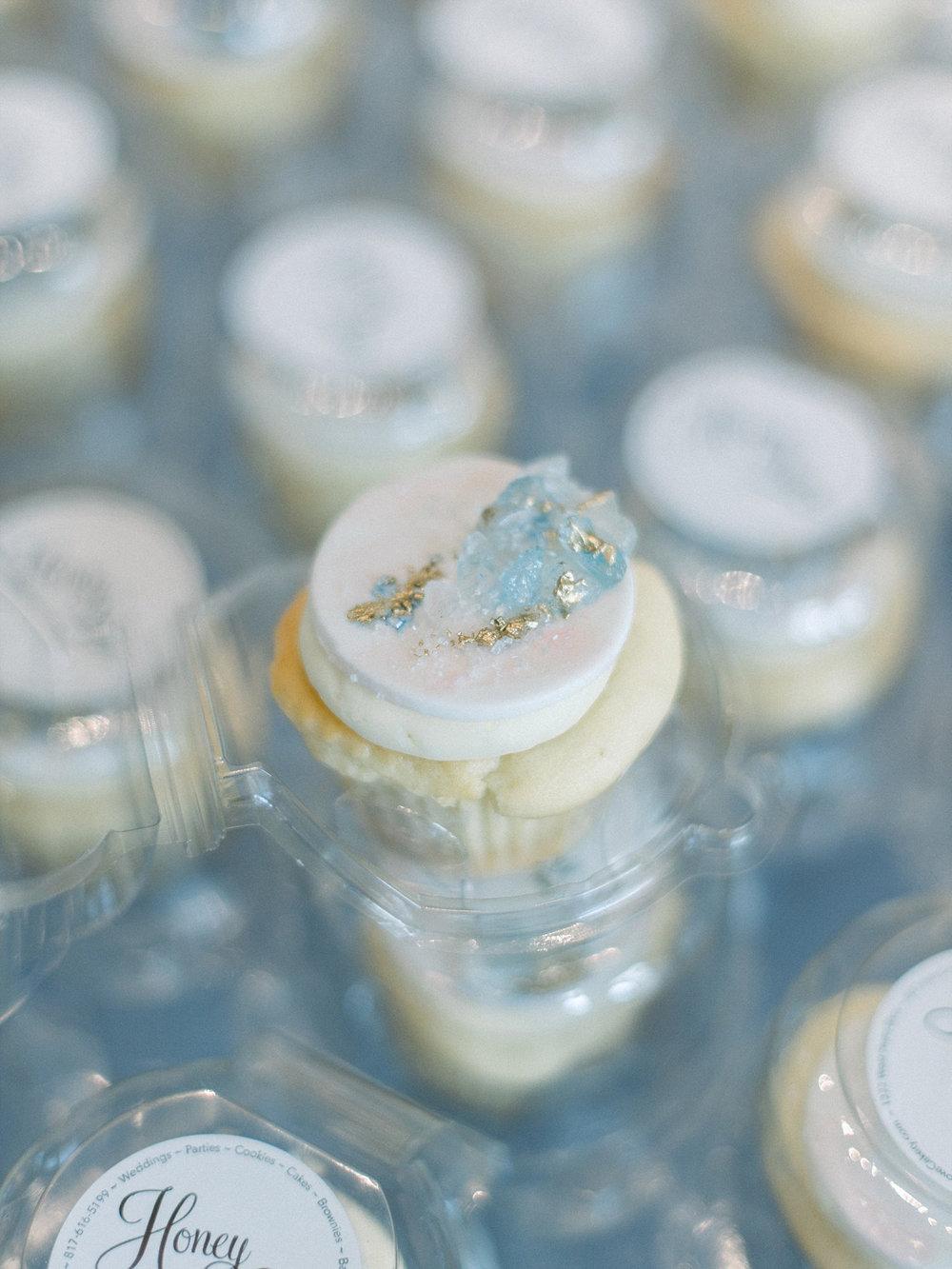 Geode cupcakes light blue
