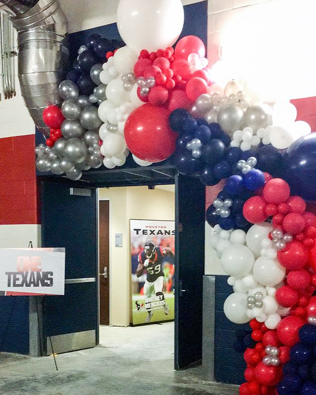 I can finally share this beauty @l.swansonnn and I made on behalf of @bigassballoons for the @houstontexans last month! Such a fun experience working down the hall from the weight room! Are you ready to cheer them on this football season?! 🏈💕 Also you can come see our #babgarland creations in person in a few weeks at The Balloon Room POP Up! Link to reserve your ticket at @bigassballoons! 🙌🏻🎈#wearetexans