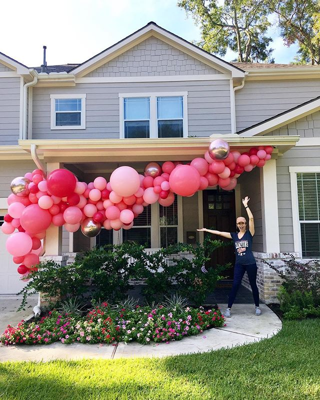More @bigassballoons garlands and more Astros gear 🎈💫⚾️ I don't get many photos with my #BABGarland creations so I'm quite happy @jennymarieweber offered to capture this snap a few weeks ago 🤗 18ft extra thick garland in shades of pink with rose gold orbz. 💕#aTcSnaps #balloonart #balloongarland #houstonballoons #createeveryday #herestothecreatives #hustlehard #pink #pinkballoons #balloons