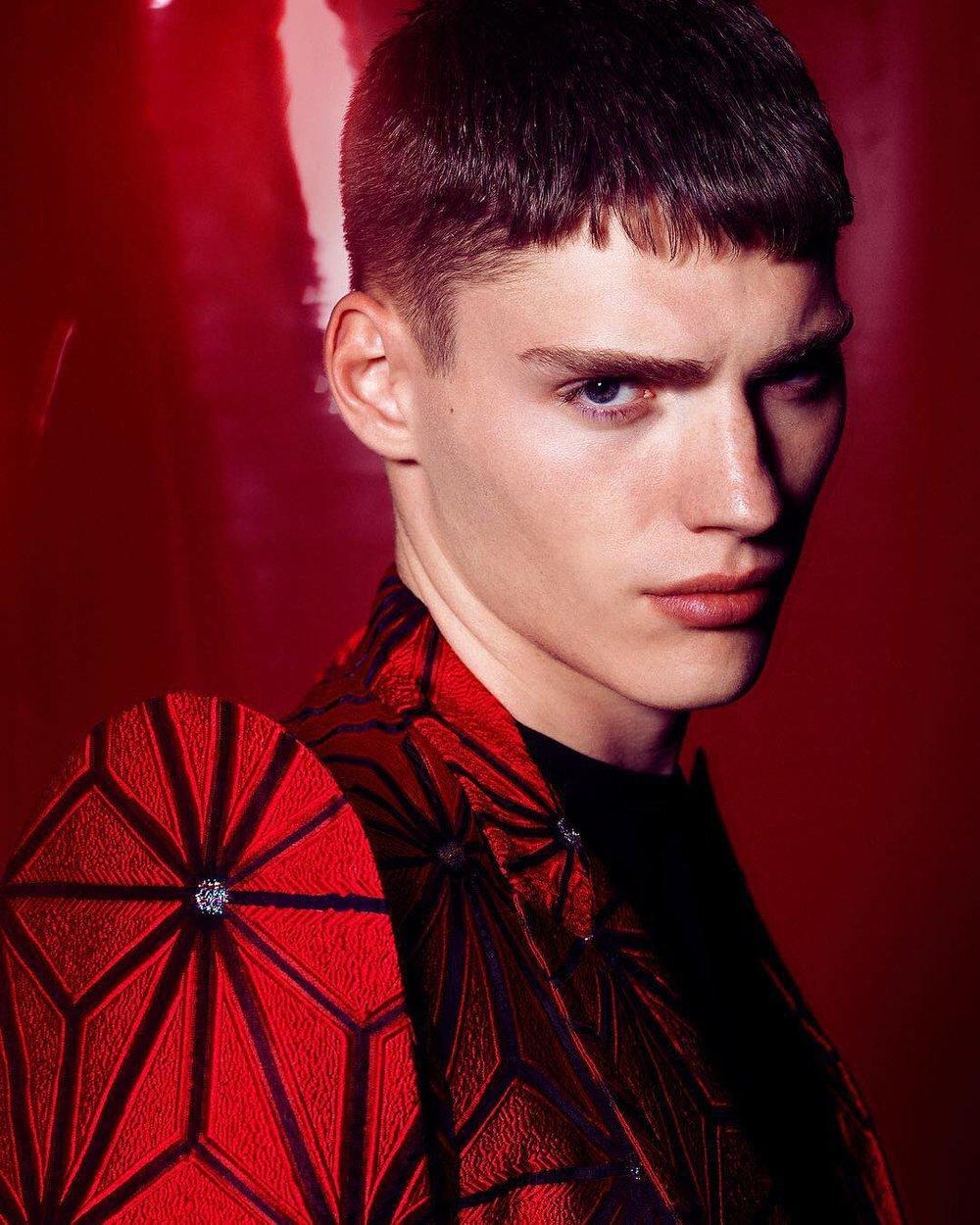 Desnudo - spider suit.jpg