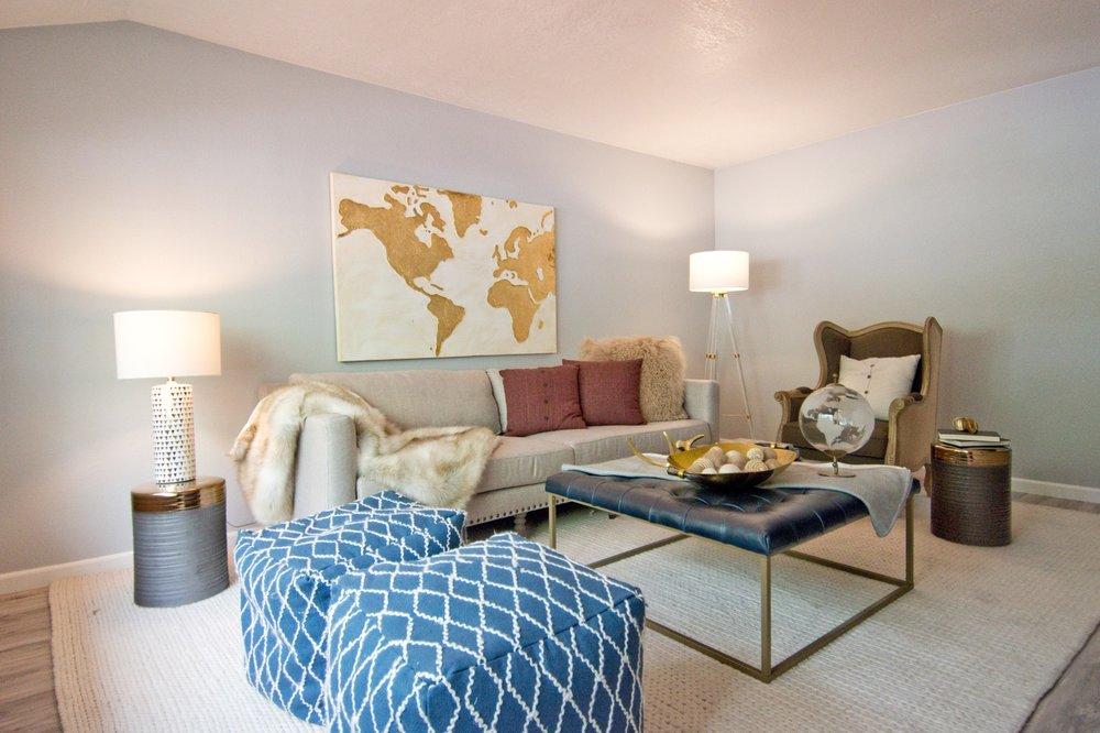 Living Room 000.jpg