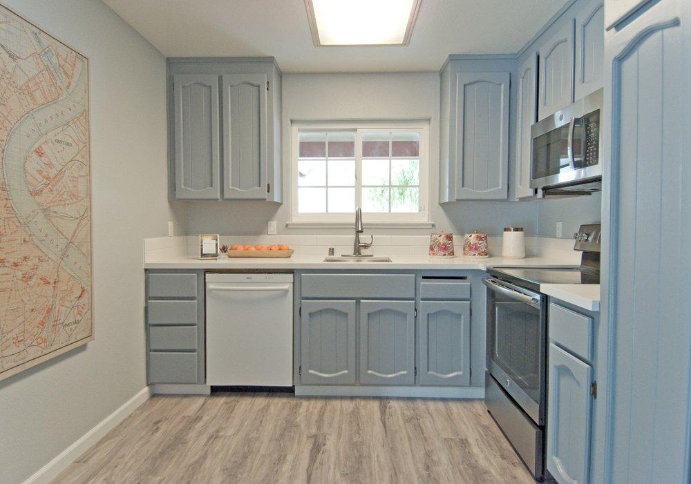 Kitchen 001.jpg
